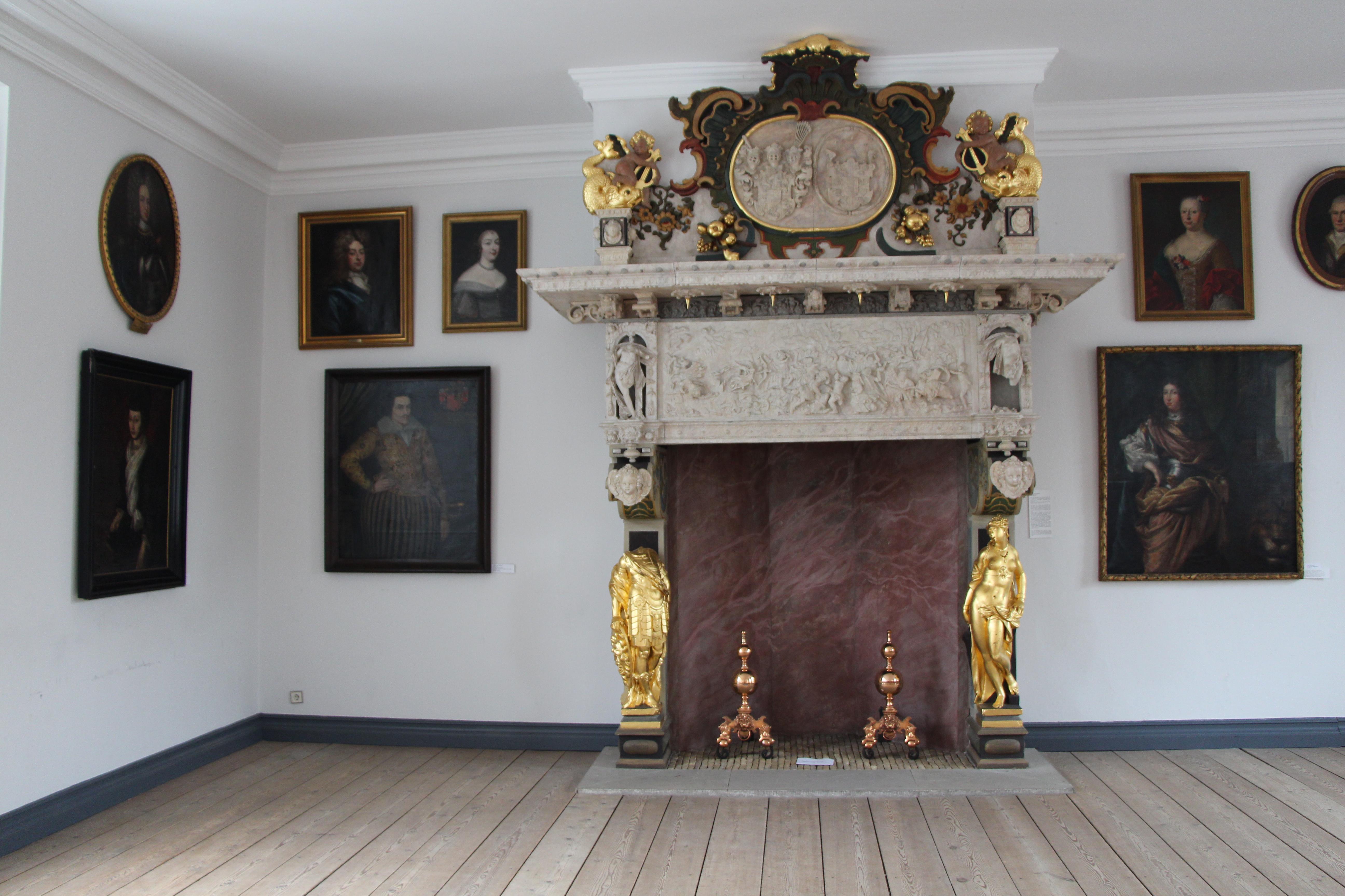 Schloss vor Husum_Rittersaal_Todeskampfkamin